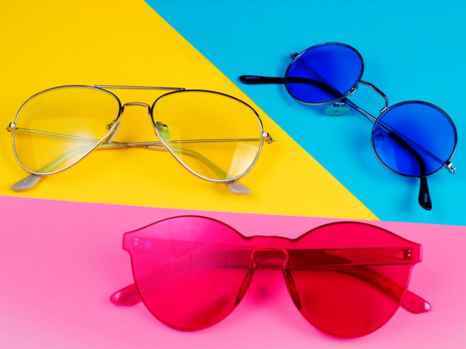 色とりどりの眼鏡の画像