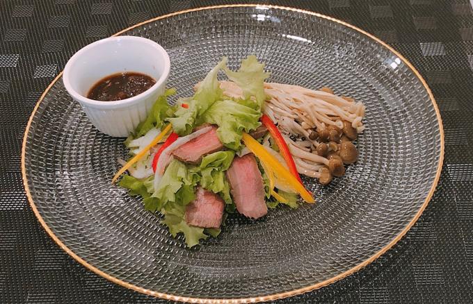 カルニチンがとれる赤身肉のサラダ