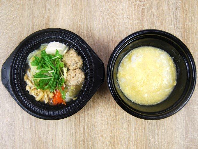 容器を2つにわけた「鶏つくねの鶏だし生姜鍋(玉子雑炊)」の画像