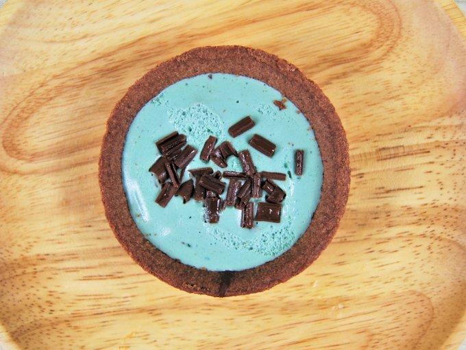お皿に移した「チョコミントタルト」の画像