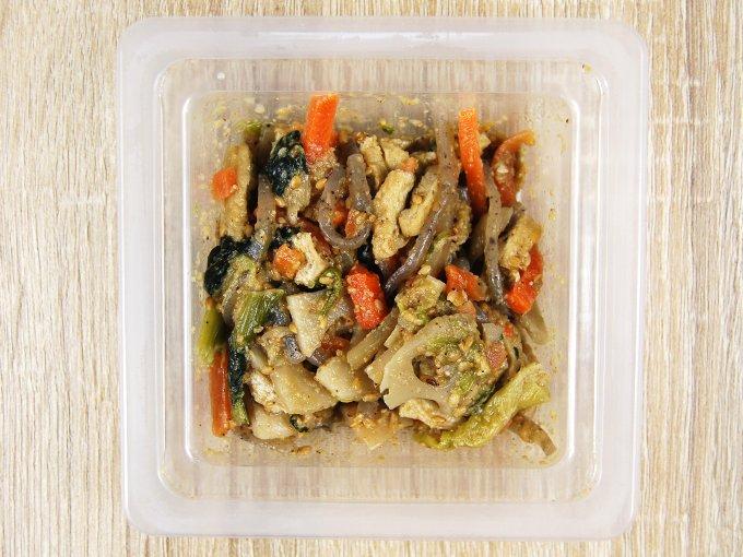 容器のふたを外した「根菜の胡麻和え」の画像