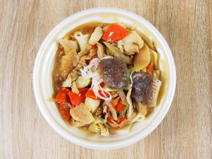 容器のふたを外した「もっちり麺の武州煮ぼうとう」の画像