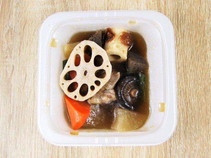 容器のふたを外した「8種具材の野菜の煮物」の画像