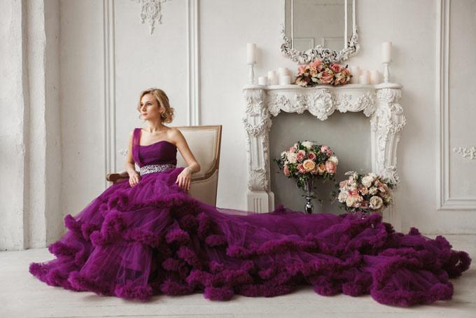 ドレス姿の女性の画像