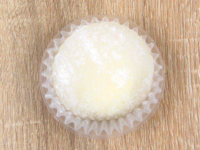 パッケージから出した「白いわらびレアチーズ」の画像