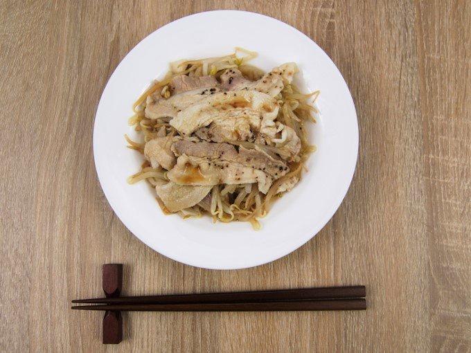 お皿に移した「ぽん酢で食べる! 豚もやし」の画像