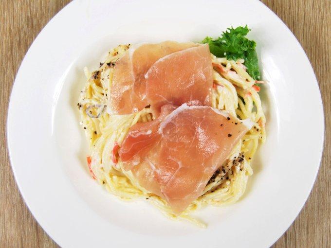 お皿に移した「生ハムとスパゲティサラダ」の画像
