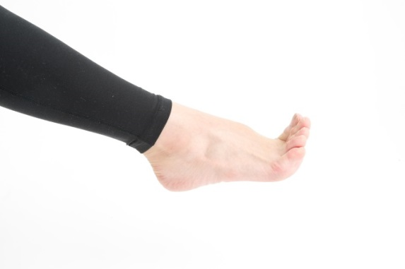 足指を曲げる