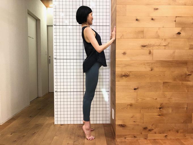 背伸びで腰を反る(image6-7)