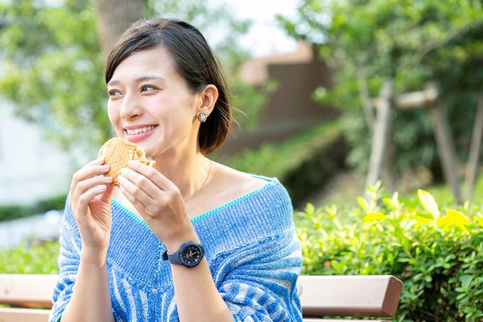 たいやきを食べる芳美さん