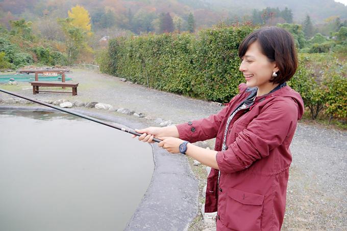 釣りをする芳美さん
