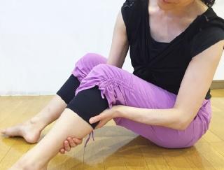 飲んだ翌朝はこれでスッキリ!バレエダンサーが教える、脚のむくみ解消ストレッチ
