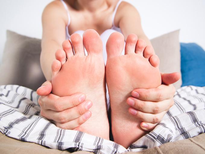 女性の足裏アップ画像