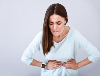 急な腹痛を一時的に治める!お腹がゴロゴロしたときのおまじない
