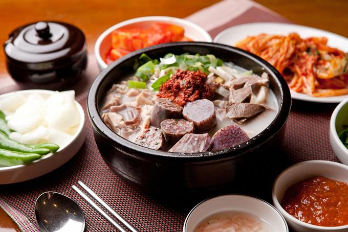 牛肉を使った鍋料理の画像