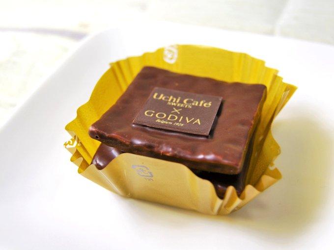 お皿に移した「Uchi Café×GODIVA ショコラミルフィーユ」の画像