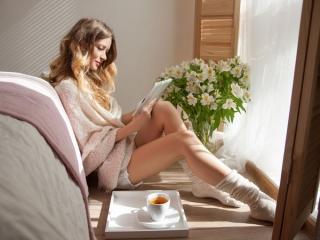 リラックスした女性の画像