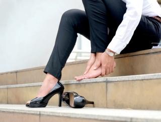 """腰痛・肩こりの原因は""""浮き指""""だった!? 8割の女性が悩まされている浮き指のメカニズム"""