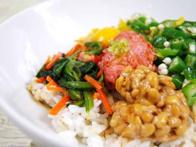 「まぐろたたきとオクラのネバネバご飯」のアップ画像