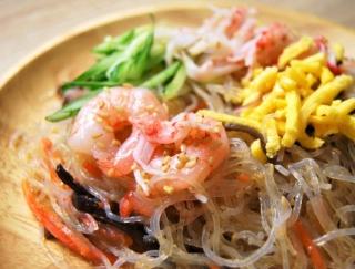 春雨ののどごしがたまらない!さっぱり効いたお酢がクセになるファミマの「5種具材の中華風春雨サラダ」
