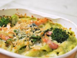 セブンの新作は、ホワイトソースにほうれん草を練りこんだ「緑野菜のベジグラタンほうれん草ブロッコリー」