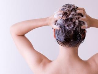 白髪と抜け毛の原因は血行不良!? 天皇陛下の元理髪師が伝授! 正しいシャンプー方法