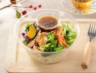 糖質管理にぴったり!さっぱりしたしょうがドレッシングで味わうローソンの「1食分の野菜が摂れる! ブランパスタサラダ」