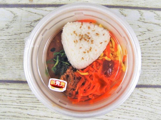 容器に入った「ユッケジャン風スープ」の画像