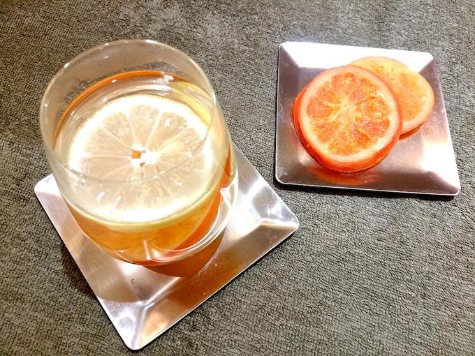 上から見たオレンジとレモンの白湯