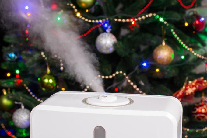 クリスマスツリーと加湿器