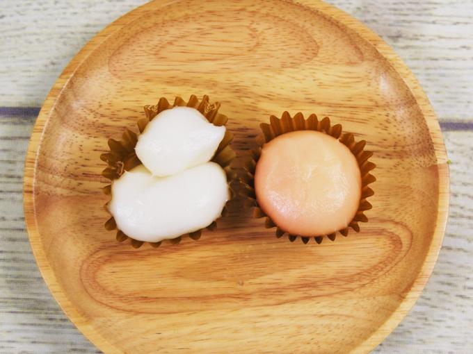 お皿にのせた「雪だるまとサンタさん」の画像