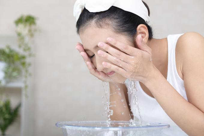 洗顔中の画像