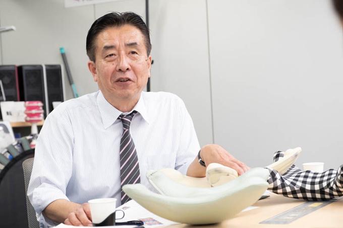 「モダンロイヤル社・中村さん」