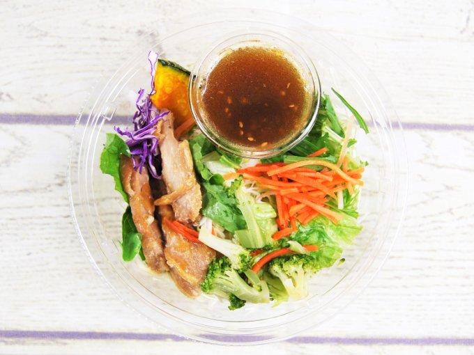 ふたを外した「1食分の野菜が摂れる! ブランパスタサラダ」の画像