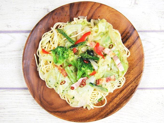 お皿に移した「1/2日分の野菜ペペロンチーノ」のアップ画像