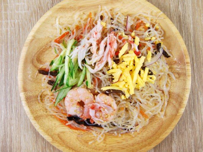 お皿に移した「5種具材の中華風春雨サラダ」のアップ画像