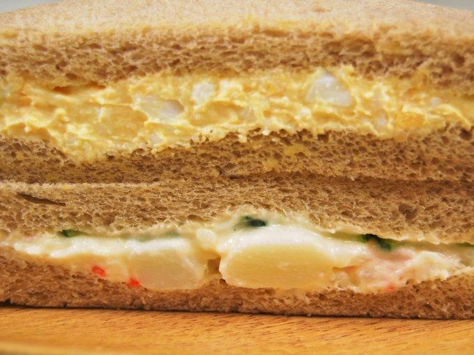 「全粒粉サンド たまご&ポテトサラダサンド」のアップ画像