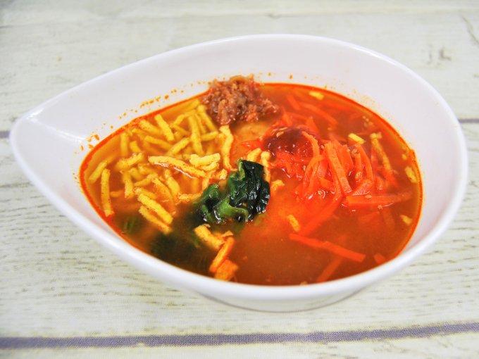お皿に移した「ユッケジャン風スープ」のアップ画像