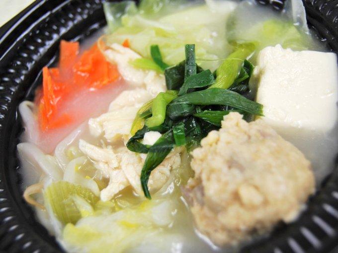 容器に入った「鍋から〆まで楽シメる! 鶏・鶏・鶏白湯鍋(玉子雑炊)」のアップ画像