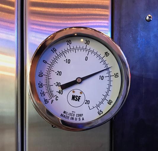 bスタジオ温度計「約12℃に設定」