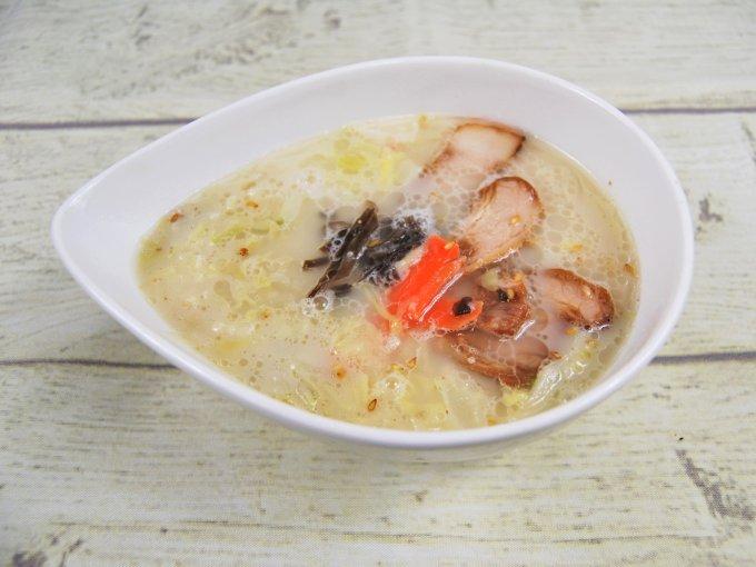 お皿に移した「とんこつ春雨スープ」のアップ画像
