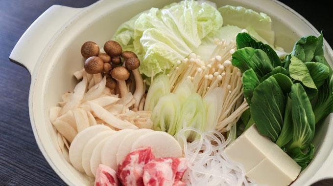夕食は鍋もので野菜とたんぱく質をとる