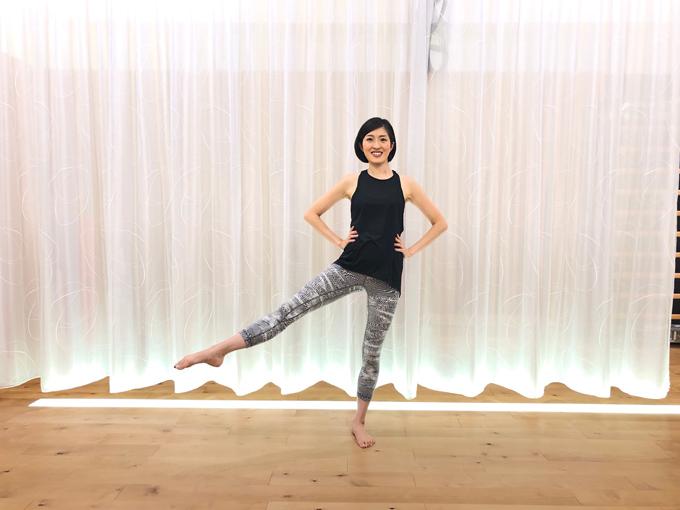 右脚を横に上げる(image8-5)