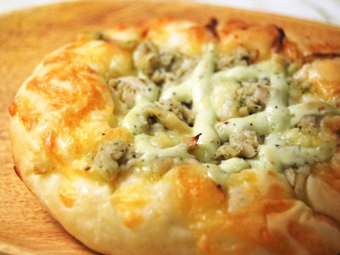 「サラダチキンピザ」のアップ画像