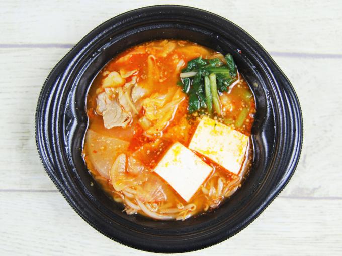 「味噌仕立ての豚キムチ鍋」