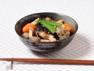 [れんこんやごぼうの入った筑前煮]縁起物で人気のおせちレシピ