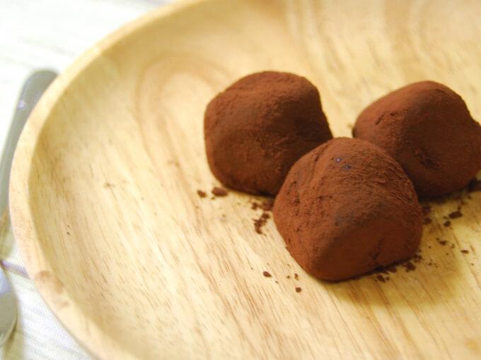 お皿に乗せた「苺ちょこもち 3個入り」の画像
