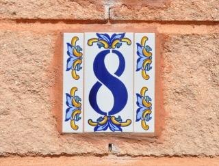 2〜4月生まれの2月は、金運最高! 福を呼び込むラッキーナンバーは「8」(2月4日〜4月16日生まれ)苔玉・漢方女神占い
