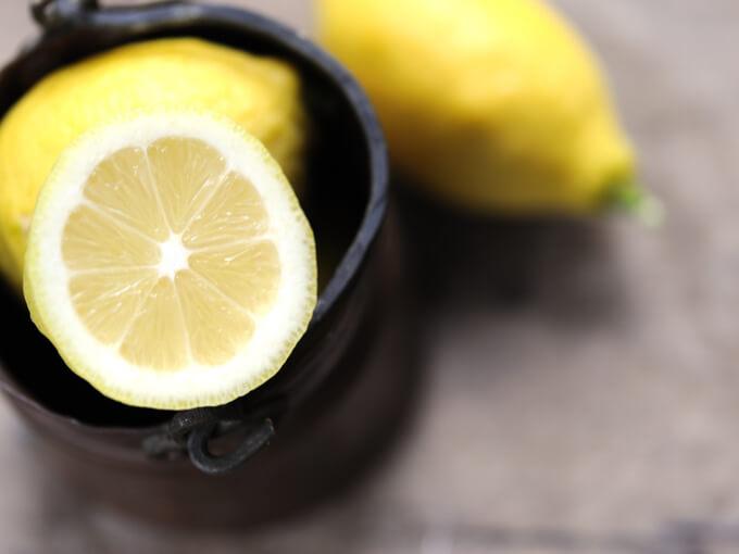レモンをカットした断面