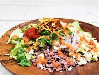 雑穀を使用したタコライス!?新しい味わいが楽しめるファミマの「タコライス風雑穀入りサラダ」